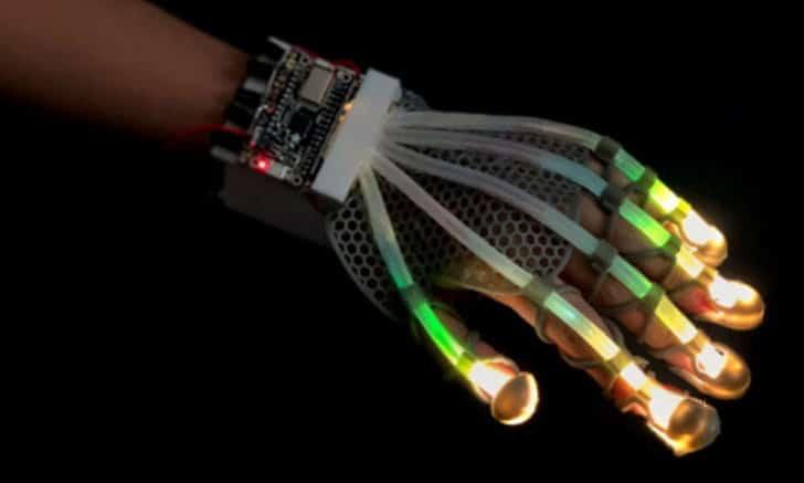 น่าสนใจ!! นวัตกรรมถุงมือสอนทักษะช่าง และถุงมือสัมผัสเสมือนมือคน
