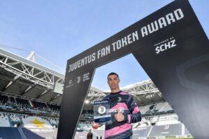 Cristiano Ronaldo รับรางวัลเป็นเหรียญคริปโตฯ ซึ่งเป็นนักเตะคนแรกที่ได้รับ